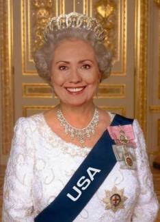 Hillary-Clinton-As-Queen-Elzabeth